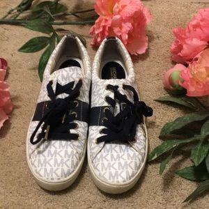 Michael Kors signature sneaker sz 7.5